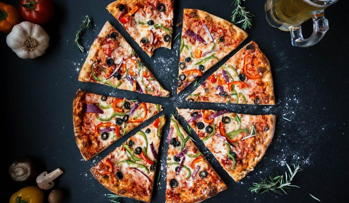 pizza divisée en part